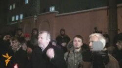 Belarus Protesters Hold Vigil Outside Prison