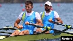 Игорь Хмара и Станислав Ковалев из Украины во время соревнований во 2-м полуфинале мужской академической гребли на Олимпийских играх. Токио, 28 июля 2021 года