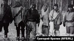 Владимир Сбоев на охоте (второй справа)