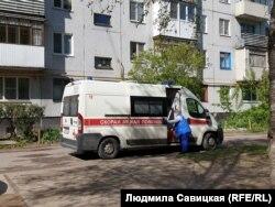 Машина бригады скорой медпомощи города Остров Псковской области