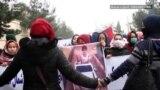 Owganystanly türkmen zenanlary ogurlanan çagany halas etmek boýunça ýörişlere goşuldylar