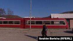 Një nga trenat e kompanisë 'Srbija Voz' që rregullisht qarkullon në pjesën veriore të Kosovës.