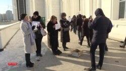 Проигравшая «Нур Отану» активистка вышла за подаянием