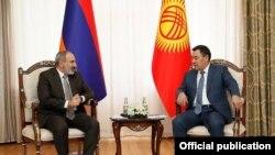Кыргызстан -- Встреча премьер-министра Армении Никола Пашиняна с президентом Кыргызстана Садиром Жапаровым, 19 августа 2021 г.