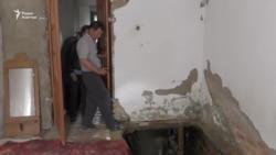 «Может быть, нас пожалеет кто-нибудь». Жильцы дома с провалившимся полом ночуют на улице