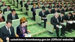 Туркманистоннинг икки палатали янги парламенти 56 сенатор ва 125 депутатдан иборат бўлади.