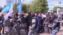 Казакстан: Милдеттүү түрдө эмдөөгө каршы болгондор митингге чыкты