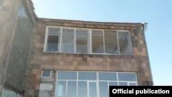Школа в Гегаркуникской области Армении, пострадавшая вследствие удара азербайджанских БПЛА, октябрь 2020 г.