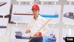 """Berdimuhamedow Türkmenbaşynyň halkara deňiz portunyň """"doly kuwwatyna çykarylmagynyň"""" gijikmeginden nägile bolvar."""