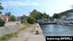 Причал №113 в оконечности бухты – возможное место расположения паромной переправы