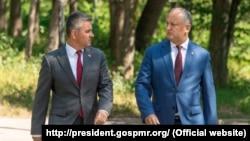 Președintele Igor Dodon (d) și liderul de la Tiraspol Vadim Krasnoselski (s), Condrița, 28 iulie 2020