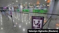 Спорожнілий навесні через закриття кордонів аеропорт «Бориспіль» під Києвом
