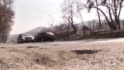 Дороги после зимы: ямы и колдобины