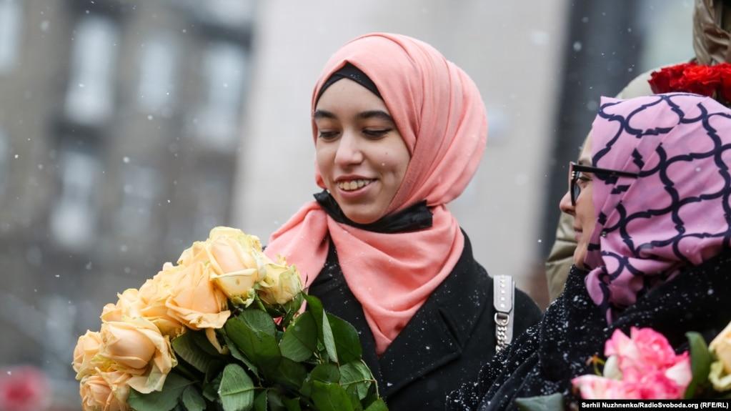 Феміністки, котрі підтримують добровільне носіння хіджабу, найчастіше трактують це як знак розмаїття і вияв ідентичности