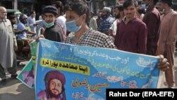 پاکستان کې د 'لبیک تحریک' سختدریځه اسلامي ګوند ملاتړي اعتراض کوونکي