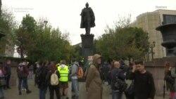 Moskwadaky ýalňyz protestçiler piketi azat saýlawlara çagyrýar