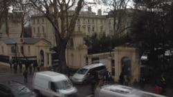 Машини російських дипломатів покинули посольство в Лондоні (відео)