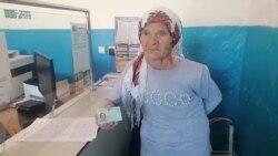 Из СССР — в Казахстан. Обладательнице красного паспорта вручили удостоверение