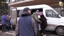 Дебальцеве: люди масово покидають місто під обстрілами «Градів»