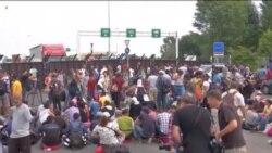 Migrantët kërkojnë hapjen e kufirit