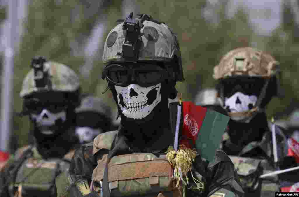 АВГАНИСТАН - Авганистанските воздухопловни сили денеска ги продолжија воздушните напади против позициите на Талибанците во јужен Авганистан, додека милитантите остварија дополнителен напредок на северот на земјата.