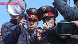 В Бишкеке сторонники оппозиции штурмовали здание КГБ