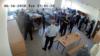 В Оренбурге мигрантов, потребовавших разрешить им пользоваться мобильными телефонами с доступом к Интернету, избили полицейские и охранники ЦВСИГ. Кадр из видеозаписи.