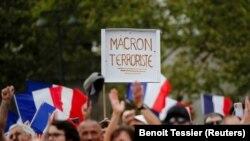 Proteste în Franța după anunțul impunerii vaccinării personalului medical