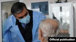 Մարդու իրավունքների պաշտպան Արման Թաթոյանն այցելել է Հայաստան վերադարձած գերիներին, 10-ը դեկտեմբերի, 2020թ․
