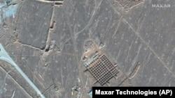 Ezen a december 11-i képen azt látni, hogy építkeznek Irán egyik nukleáris létesítményénél. Az ország a fordói földalatti komplexumot akkor kezdte építeni, amikor fellángolt a vita az Egyesült Államokkal az iráni atomprogrammal kapcsolatban.