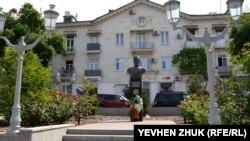 Памятник адмиралу Кузнецову