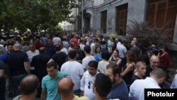 Armenia - Opposition supporters demonstrate outside the Office of the Prosecutor-General in Yerevan against criminal proceedings launched agains a prominent opposition-linked doctor, June 24, 2021.