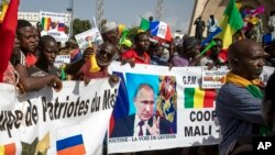 Демонстрация сторонников военной хунты в день независомости Мали, 2020 год