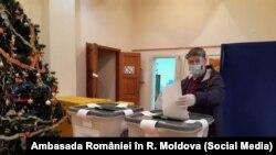 Moldova - Secția de vot din Ialoveni, deschisă pentru alegerile parlamentare din România, 5 decembrie 2020 (foto: Ambasada României în R. Moldova)