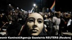 Manifestație la Varșovia împotriva noilor legi ale guvernului conservator care restrâng dreptul la avort.