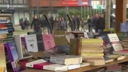 Interneti dhe çmimi sfidojnë leximin e librit