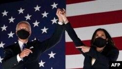 Джо Байдън и Камала Харис на 7 ноември 2020 г. Часове по-рано стана ясно, че двойката на демократите е спечелила необходимите гласове в Електоралната колегия и ще влезе в Белия дом.