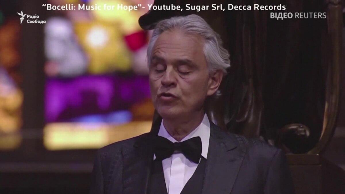 Молитва Андреа Бочелли: итальянский тенор пел в пустом Миланском соборе – видео