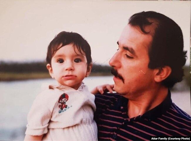 محمود عطار و دخترش در جوانی