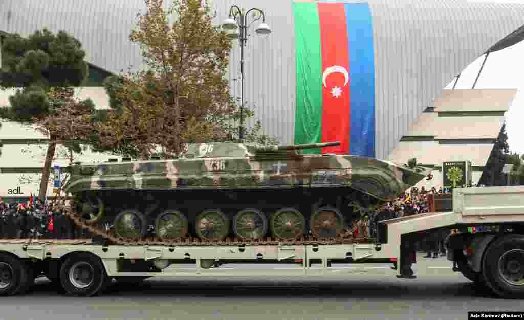 Демонстрация техники, захваченной у армянских войск, такая как эта боевая машина пехоты (БМП-1)