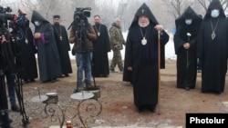 Armenia -- Catholicos Garegin II visits the Yerablur Military Pantheon, Yerevan, January 28, 2021.