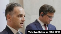 Гайко Маас (л) і Дмитро Кулеба (п) на пресконференції в Києві 24 серпня 2020 року