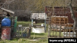 Колодец в сельском дворе в селе Тыловое