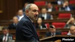 Премьер-министр Никол Пашинян в парламенте, Ереван, 14 апреля 2021 г.