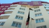 Построенный по государственной программе «Нурлы жер» мноэтажный жилой дом с трещиной на фасадной части. Усть-Каменогорск, апрель 2021 года