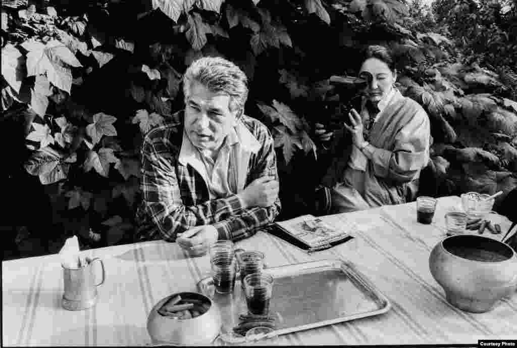 """Мария Айтматова 1961-жылы жылы Айтматовдун чыгармасынын негизинде тартылган """"Бото көз булак"""" тасмасынын режиссёру Лариса Шепитьконун жардамчысы болгон."""