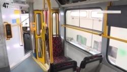 Аби зупинити COVID-19, в чеському місті трамваї обклеїли дезінфікуючою плівкою (відео)