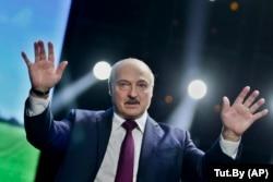 Belarusian President Alyaksandr Lukashenka has been promised $1.5 billion by Russia.