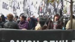 Проти Тимошенко мітингують за гроші