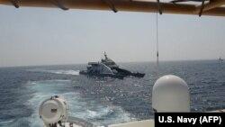 عکسی که نیروی دریایی آمریکا از مواجهه روز دوم آوریل منتشر کرده است.